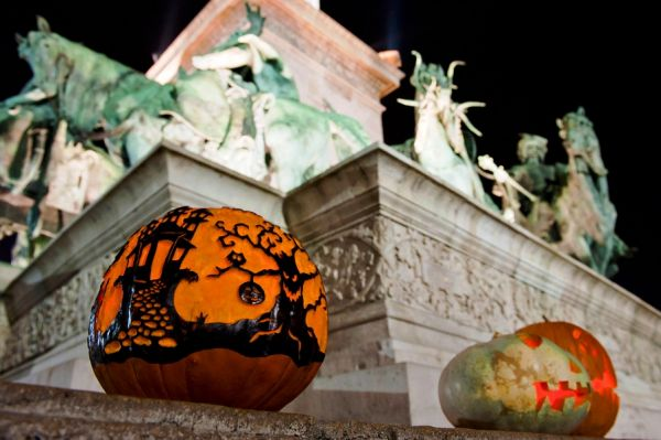 Halloween-Lantern-Festival-Budapest-Heroes-Square-RichPoi