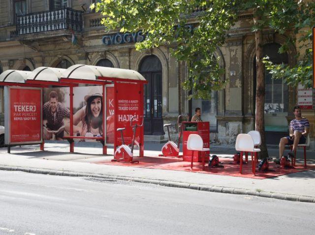 Egy pesti buszmegállóban is bringára pattanhatunk