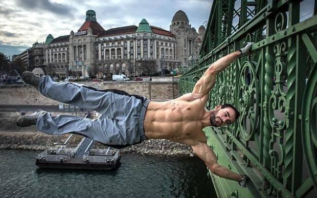 Budapest utcáin és hídjain edz a magyar street workoutos