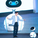 asus-zenbo-interacts-with-asus-chairman-on-stage-for-computex-press-event-720x480-c