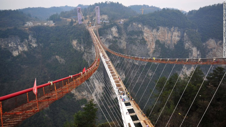 160128102532-01-zhangjiajie-glass-bridge-construction-0127-exlarge-169