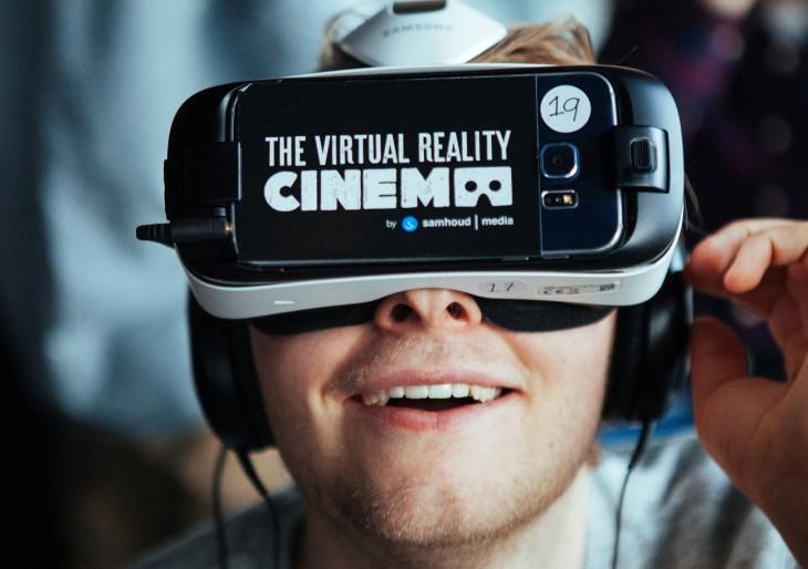 VR-mozi nyílt Párizsban
