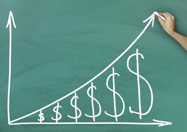 Véget érhet a hét szűk esztendő: jelentős béremelés jön jövőre