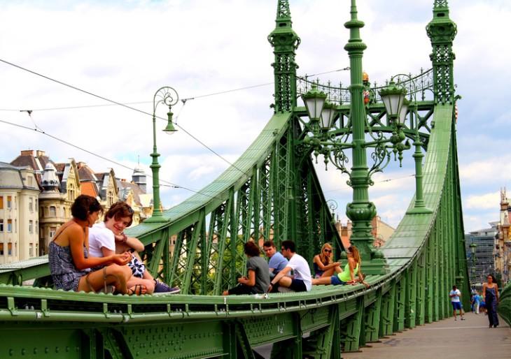 A nyári hétvégékre ismét a gyalogosoké lesz a Szabadság híd?