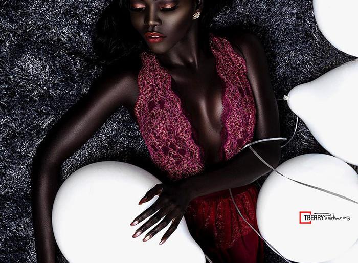 Elképesztően gyönyörű: ő a világ legsötétebb bőrű modellje
