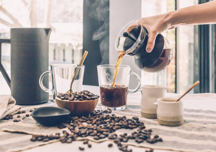 Mivel helyettesíthetjük a kávét? Íme a nagy élénkítő-körkép