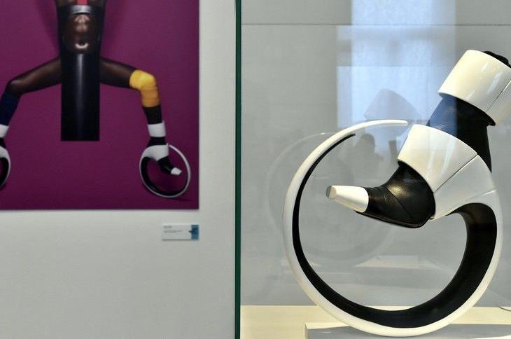 Ilyen még nem volt: medúzából és szőnyegből készült cipőt mutattak be