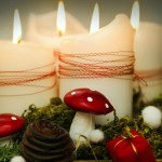 Advent Wreath Candles Baubles Mushrooms Gold Flame Red Pine Needles Holiday Mood Candlesk Gui Images