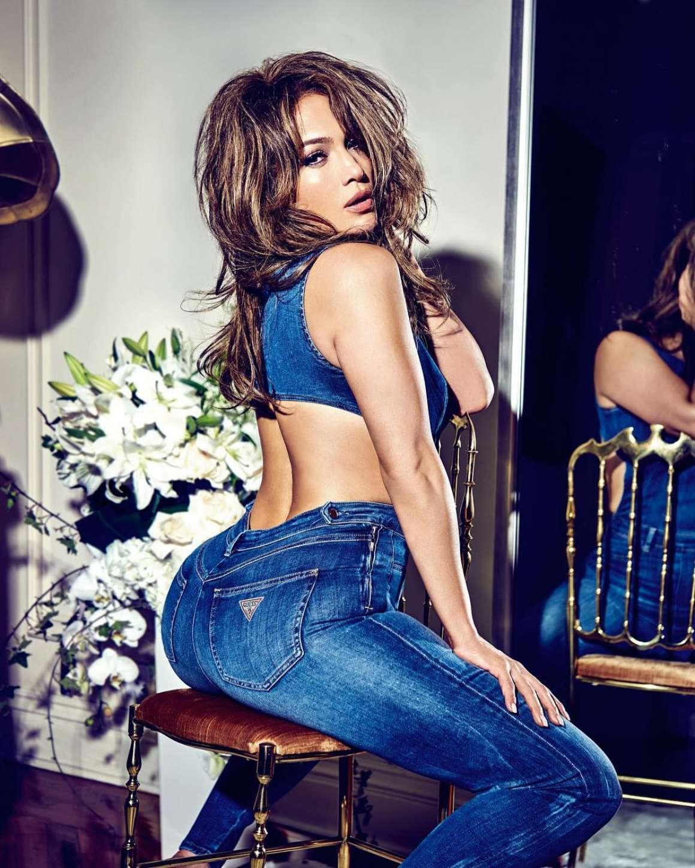 Jennifer-Lopez-for-Guess-Jeans_-Instagram--01