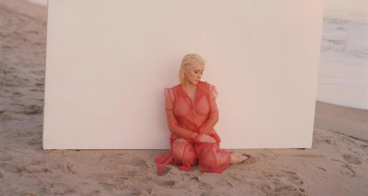 Magyar divattervező kreációjában szerepelt Christina Aguilera