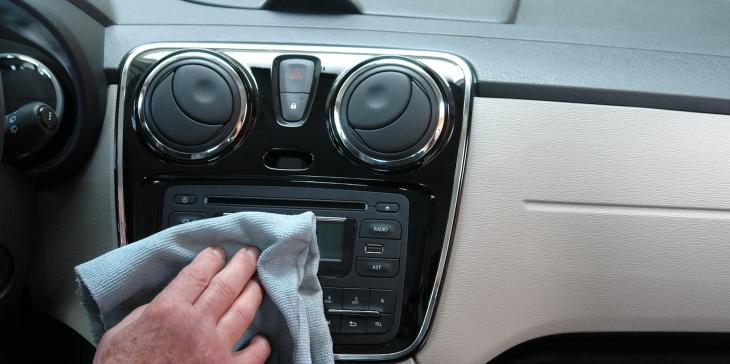 Toxinok felelősek az új autószagért