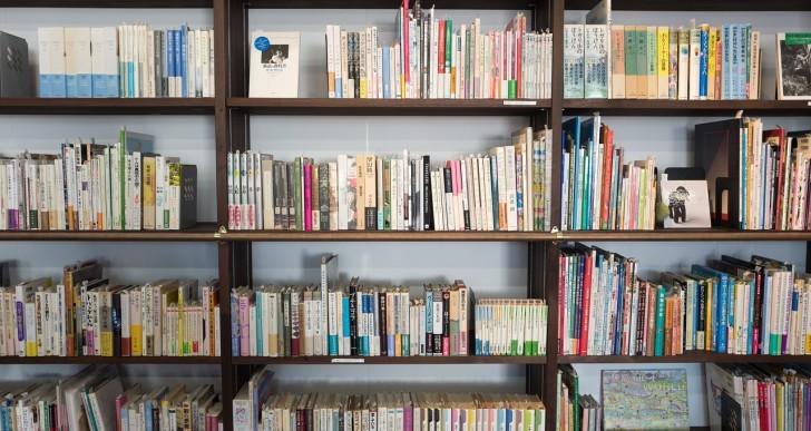 Bevásárlóközpontban nyílt közösségi becsületkönyvtár Budapesten