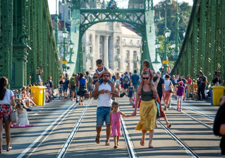 Júliusban ismét a járókelőké lesz a Szabadság híd