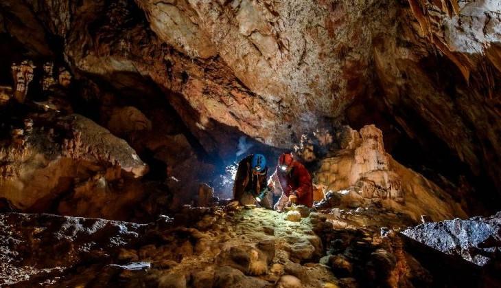 Rendhagyó felfedezés: kincset találtak a Baradla-barlangban