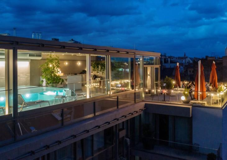 Medencés rooftop bár nyílt Budapesten