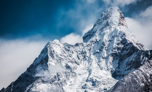 54 éves indiai újságok olvadtak ki egy gleccserből az Alpokban